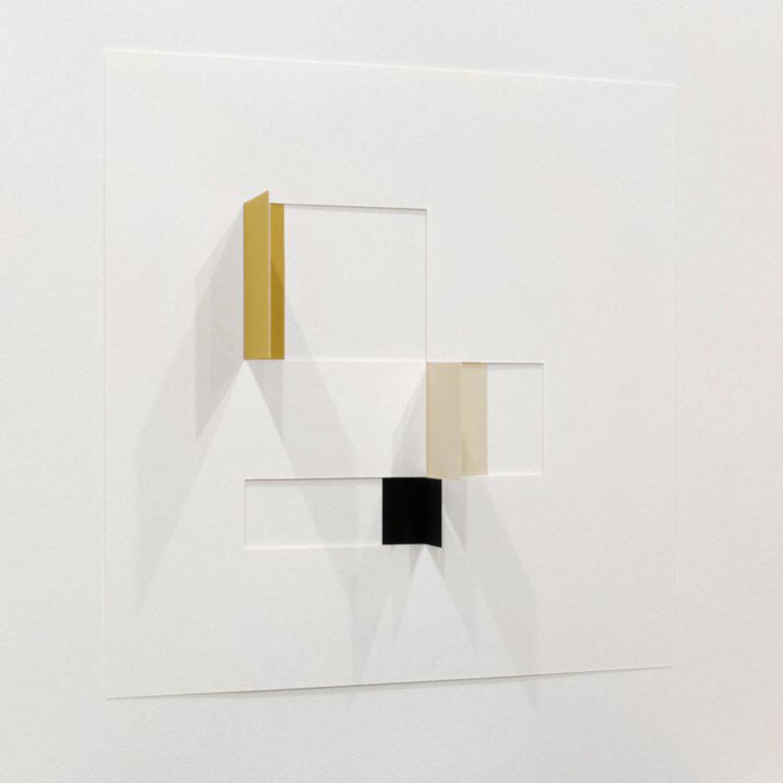 Untitled III in Acrylglashaube