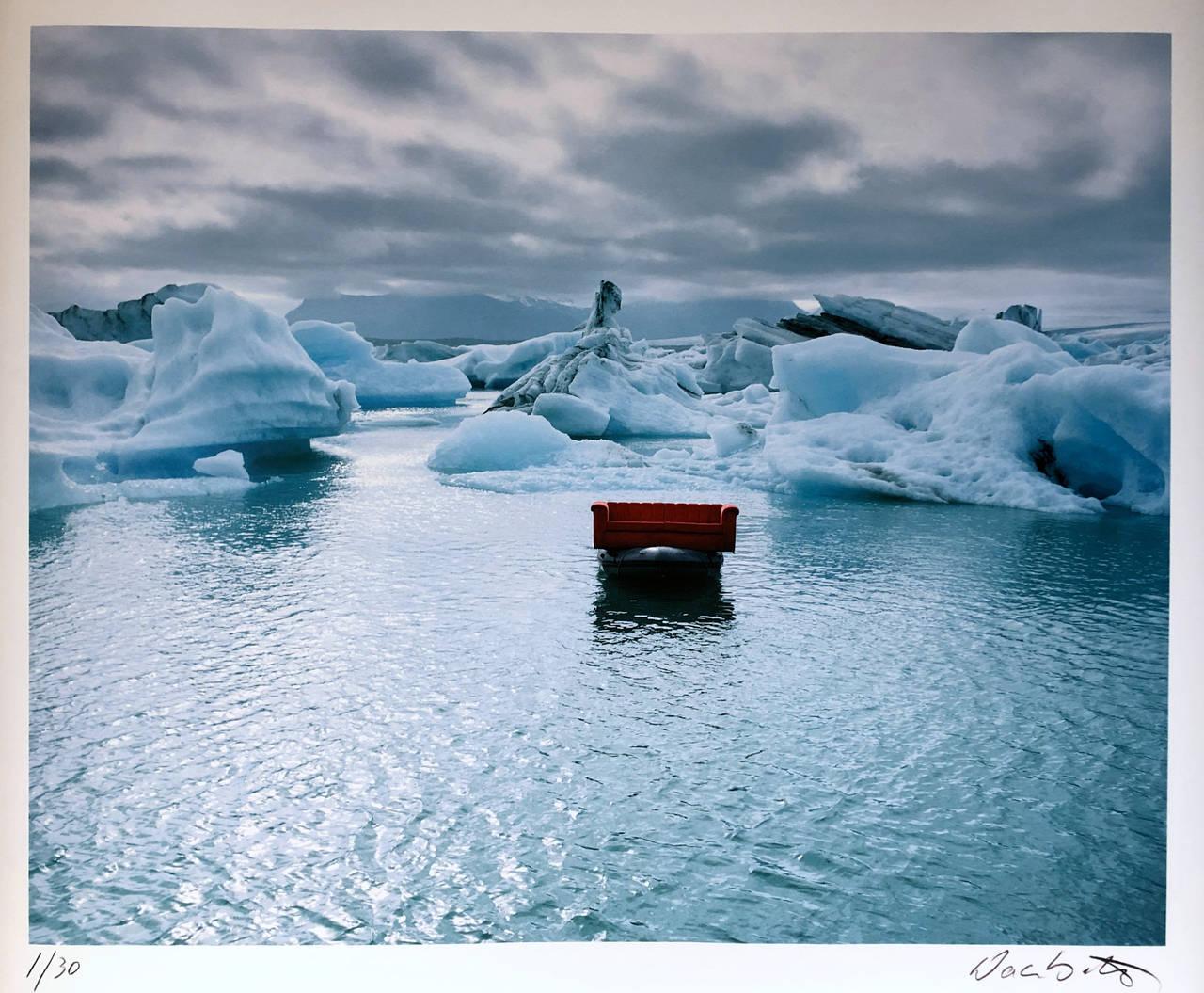 The Red Couch - Gletscherlagune Island, 2003