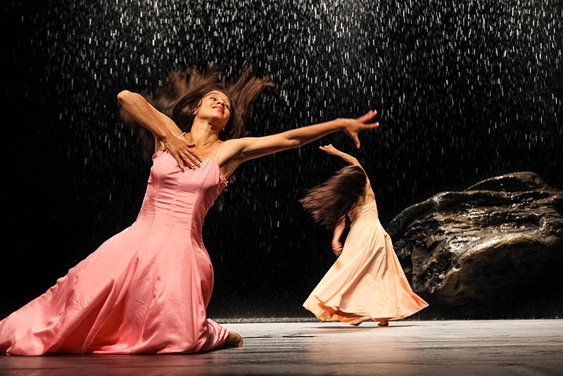 Pina Bausch-Vollmond Tanz Heredia und Jasjfi
